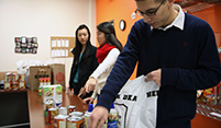 photo of students helping at a canned food drive